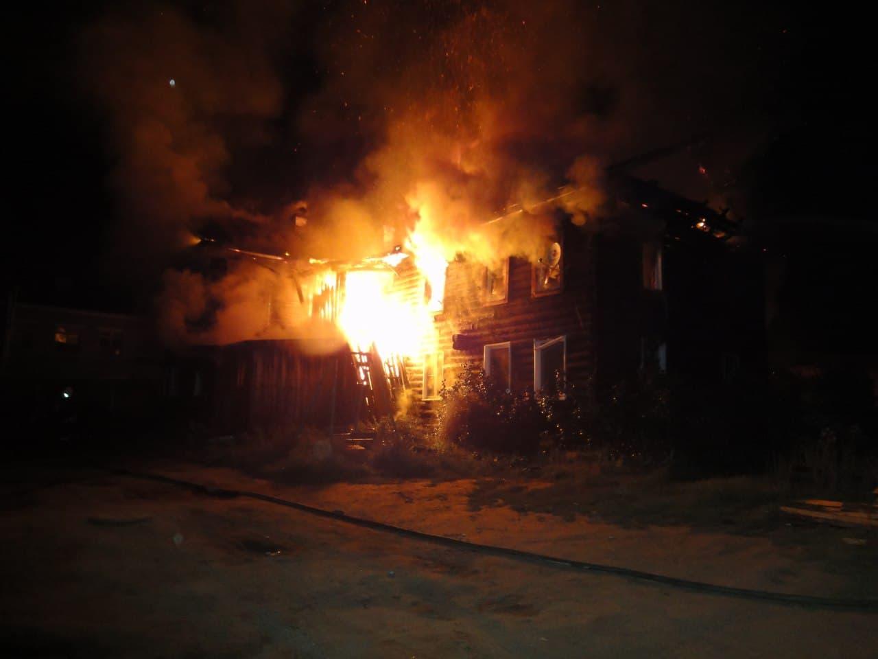 В башкирском Белорецке дотла сгорел деревянный дом